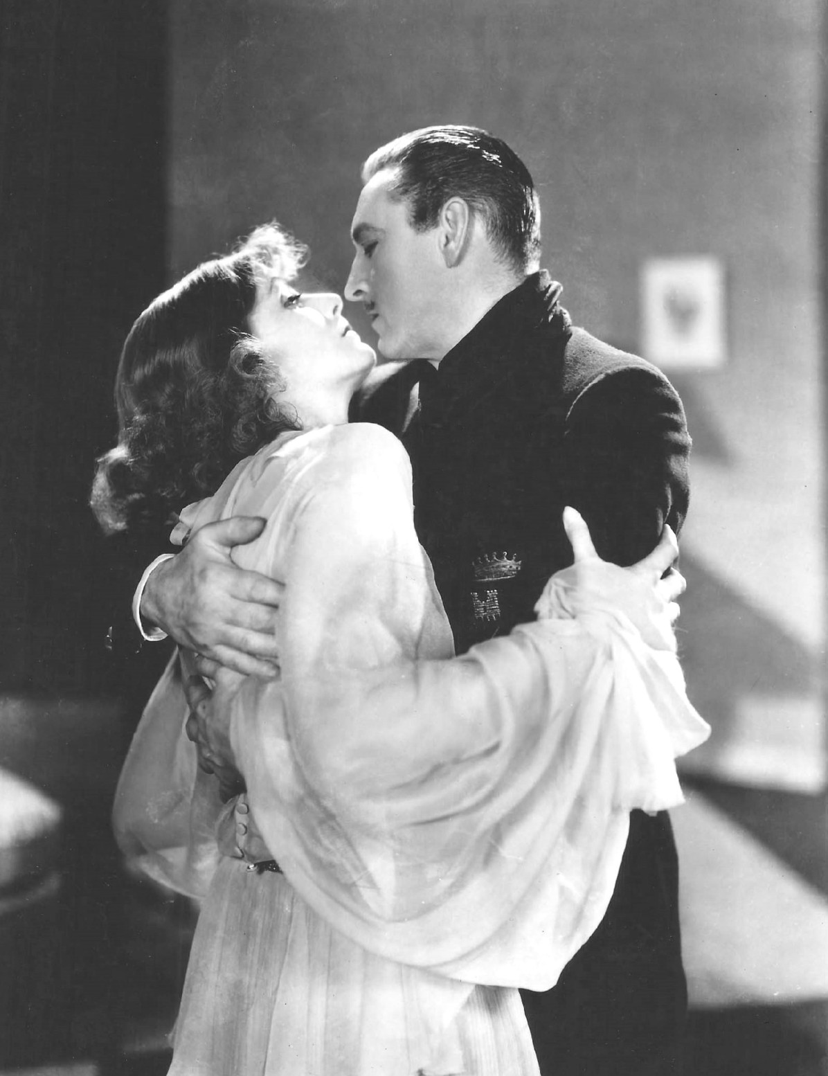 Greta_Garbo_John_Barrymore_Grand_Hotel_still.jpg